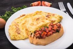 Śniadanie omlet i grzanka Zdjęcie Stock