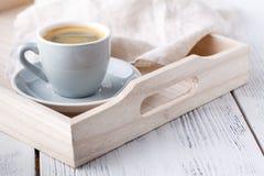 Śniadanie, taca z filiżanką kawy i cukierki, Zdjęcia Stock