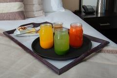 Śniadanie w Łóżkowej Izbowej usłudze przy hotelem w kurorcie obrazy royalty free