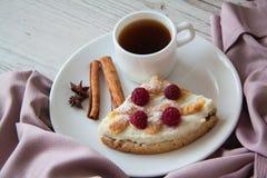 Śniadanie z chałupa sera quiche Zdjęcie Stock