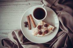 Śniadanie z chałupa sera quiche Obrazy Stock