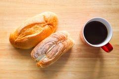Śniadanie z chlebami i kawą Zdjęcie Stock
