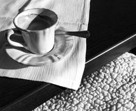 Śniadanie z filiżanką kawy z łyżką w stole Fotografia Royalty Free