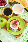 Śniadanie z jabłczanymi blinami Fotografia Stock