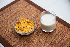 Śniadanie z kukurydzanymi płatkami Obrazy Stock