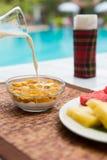 Śniadanie z kukurydzanymi płatkami Obrazy Royalty Free