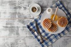 Śniadanie z Wiedeńskimi opłatkami obraz stock