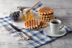 Śniadanie z Wiedeńskimi opłatkami obrazy stock