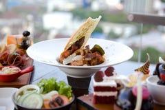 Śniadanio-lunch promocja przy restauracją Zdjęcie Royalty Free