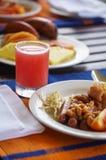 Śniadaniowa scena z świeżym szkłem sok Zdjęcia Stock