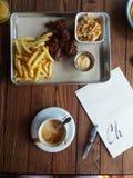 Śniadaniowi dłoniaki piec francuz kawy skrzydła zdjęcie stock