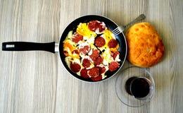 Śniadaniowi obrazki kiełbasiany jajko w smażyć nieckę Fotografia Stock