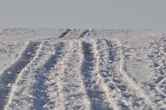 Śnieżna śródpolna droga zdjęcia stock