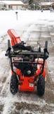 Śnieżna dmuchawa na prowadnikowym sposobie z świeżo spadać śniegiem Obraz Royalty Free