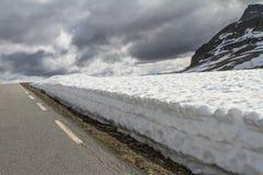 Śnieżna droga FV243, Norwegia, Aurlandsvegen Fotografia Royalty Free
