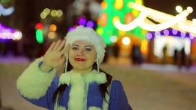 Śnieżna dziewczyna wita everyone przed bożymi narodzeniami na kwadracie zbiory