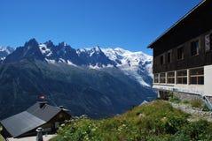 Śnieżna góra i domy Fotografia Royalty Free