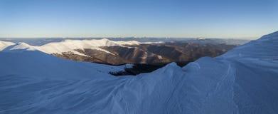 Śnieżna halna grań w Carpathians Zdjęcia Royalty Free