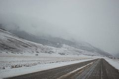 Śnieżna halna panorama i śnieg droga Obraz Stock