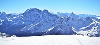 Śnieżna halna panoramy góra Elbrus fotografia royalty free