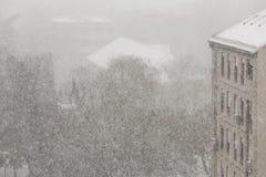 Śnieżna miecielica W mieście zdjęcia royalty free