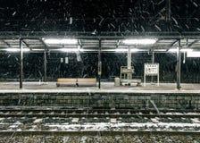Śnieżna noc przy Noboribetsy stacją Fotografia Stock