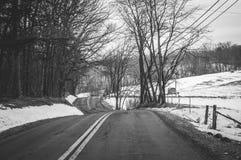 Śnieżna wiejska droga Zdjęcia Royalty Free