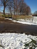 Śnieżna wioska na halnym Fruska Gora zdjęcia royalty free