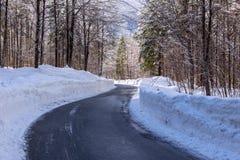 Śnieżna zimy droga obraz stock