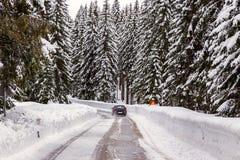 Śnieżna zimy droga zdjęcia stock