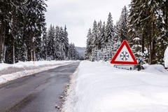 Śnieżna zimy droga zdjęcie stock