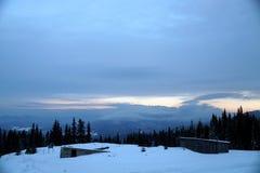 Śnieżna zimy scena z spada śniegiem od Karpackiego regionu, Ukraina, Europa obraz stock