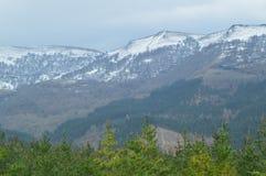 Śnieżne góry Gorbeia parka narodowego widoki Od Urigoiti Natur gór krajobrazy Zdjęcie Stock
