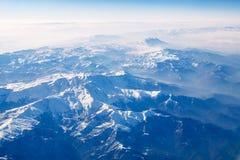 Śnieżne góry przy słońce dniem - Akcyjny wizerunek fotografia stock