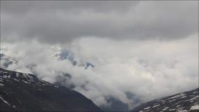 Śnieżne góry Timelapse i chmury zbiory