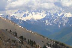 Śnieżne góry zbliżają Col d ` Izoard, francuza Queyras Naturalny park obraz royalty free