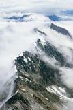 Śnieżne Halne granie w chmurach, Kluane park narodowy, Yukon Zdjęcia Royalty Free