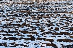 Śnieżne smugi i dryfy na ziemi obraz stock