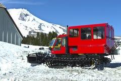 Śnieżni pługi przy Timberline stróżówką Oregon. Obrazy Royalty Free