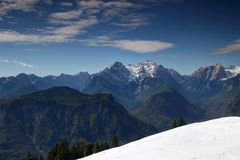 Śnieżni szczyty, zalesione doliny w Juliańskich Alps i Karavanke, Obraz Royalty Free