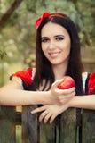 Śnieżny biel Trzyma Czerwonego Jabłczanego bajka portret Zdjęcie Royalty Free
