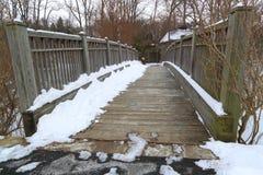 Śnieżny drewno most Fotografia Royalty Free