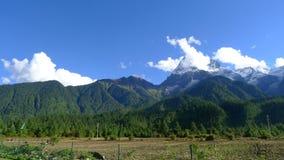 Śnieżny góra krajobraz na Tybetańskim plateau Obraz Stock