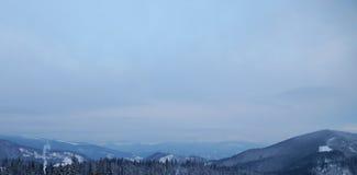 Śnieżny halny szczyt w ranku obrazy stock