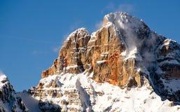 Śnieżny krajobraz dolomit góry podczas zimy Fotografia Stock