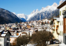 Śnieżny krajobraz dolomit góry podczas zimy obraz royalty free
