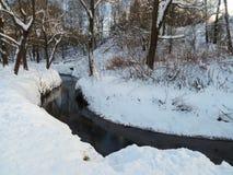 Śnieżny krajobraz nonfreezing Ramenka rzeka w zima wieczór moscow Rosja Obraz Royalty Free
