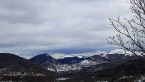 Śnieżny krajobraz w Pyrenees, Francja zbiory wideo