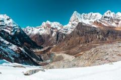Śnieżny lodowiec, góry panoramy jeziora w himalaje i dolina i Obrazy Stock