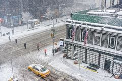 Śnieżny miasta skrzyżowanie zdjęcie royalty free